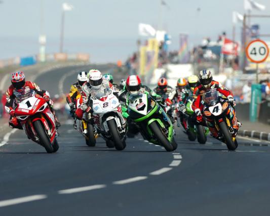 course_de_vitesse_moto_sur_route_en_irlande_le_north_west_20075b