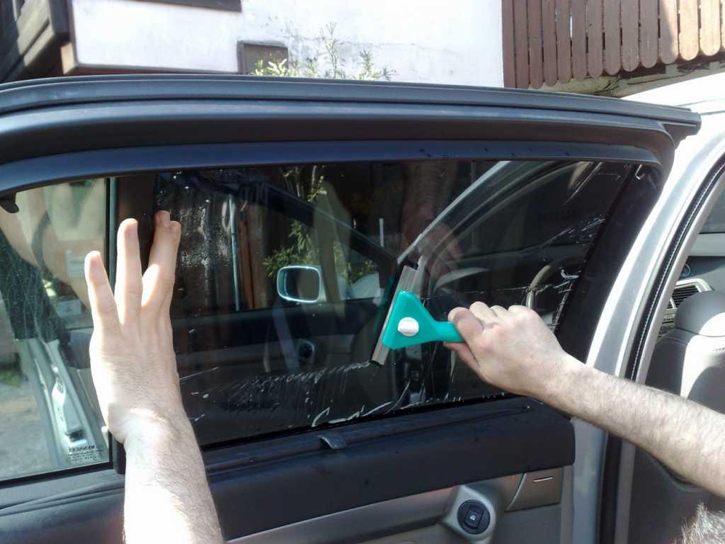 Teinter ses vitres de voiture soi-même