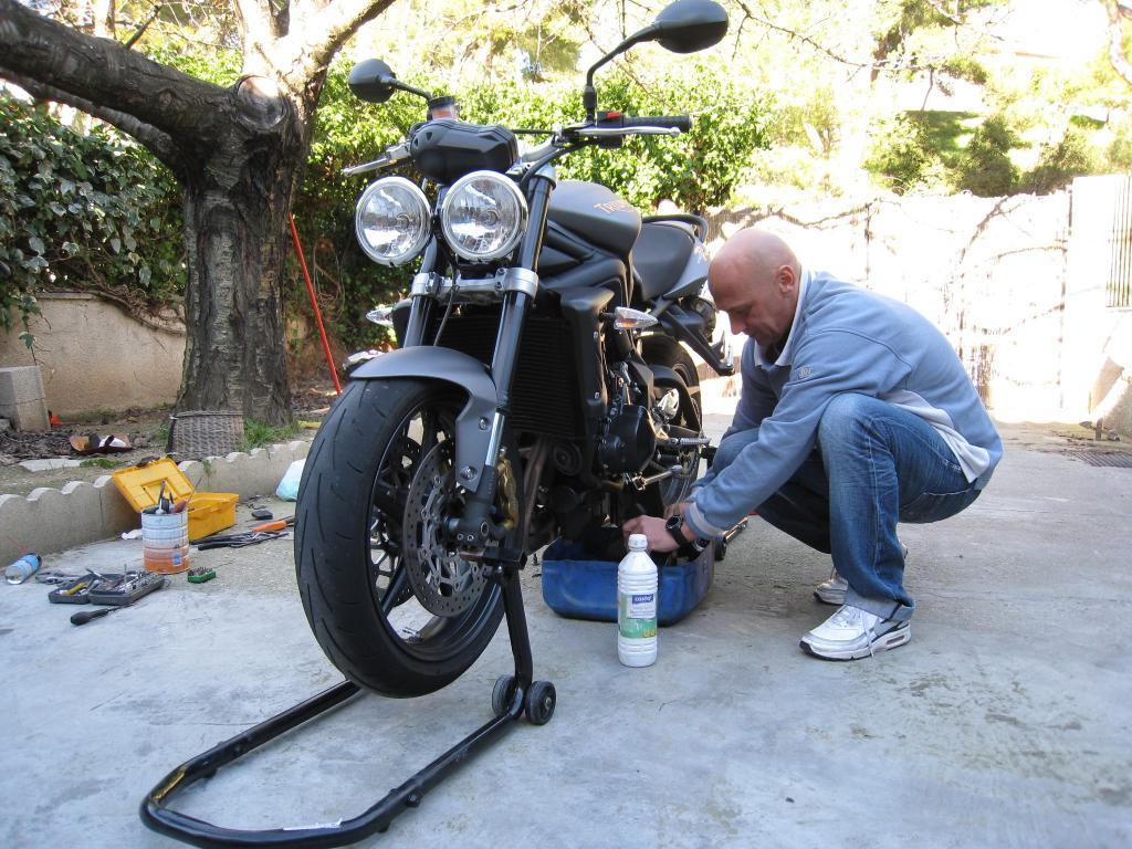 L'art de nettoyage des chaînes de moto