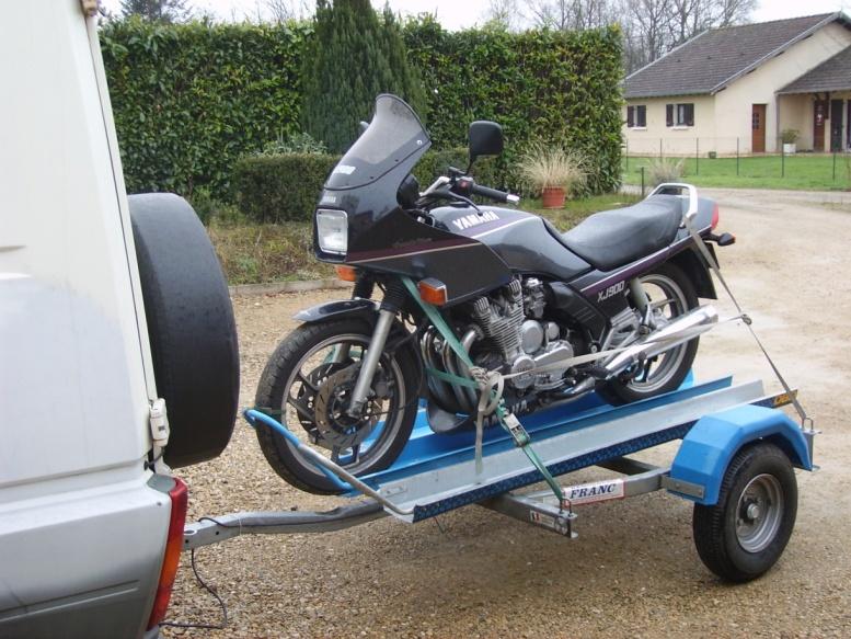 La meilleure façon de transporter sa moto sur remorque