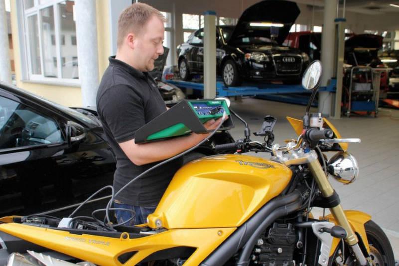 Ma moto ne démarre pas : diagnostic des problèmes